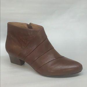 Sofft-Women's •Rachel• Bootie -Cognac Leather
